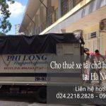 Xe tải chở hàng tại phố Ngô Thì Nhậm